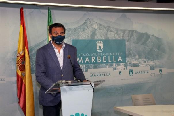 El portavoz del gobierno de Marbella, Félix Romero, este jueves durante su comparecencia ante los medios. FOTO/ Ayto de Marbella