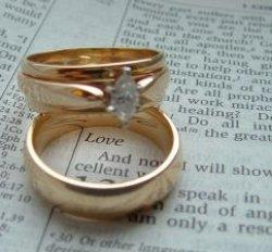 wedding rings around love