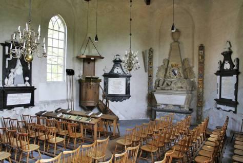 Graftombe voor Otto Frederik van Vittinghoff in de Ned. Hervormde kerk te Neder-Hemert Zuidzijde.