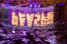 Paaspop in de modder