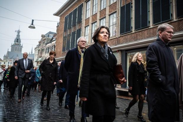 Herdenking 75 jaar bombardement Nijmegen: stille mars door Marcel Krijgsman