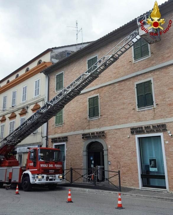 Cornicione pericolante a Chiaravalle