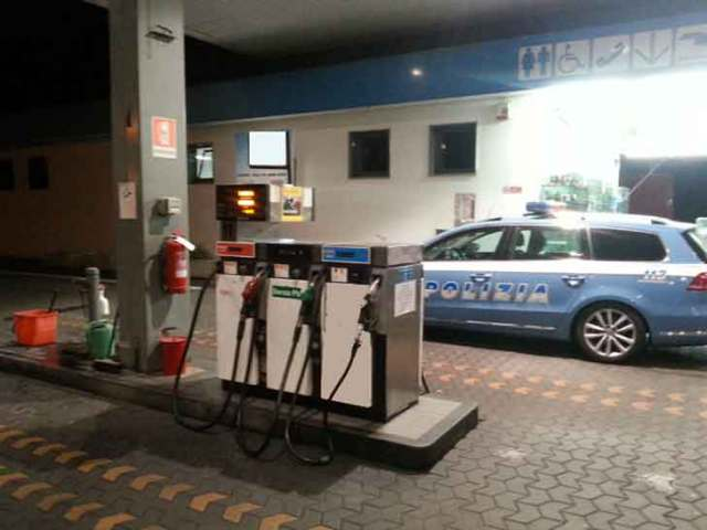 Nella foto la stradale presso un benzinaio