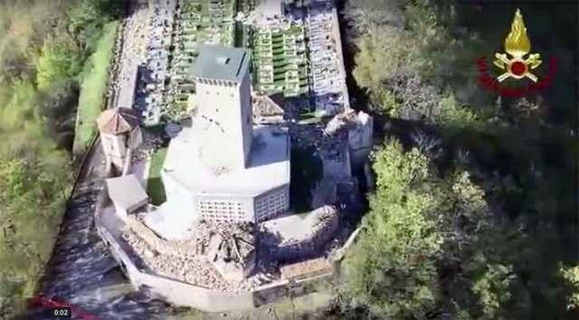 Il cimitero di Ussita. Sisma di magnitudo 6.5