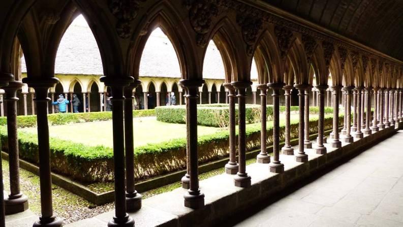 Cloitre de l'abbaye du mont St Michel