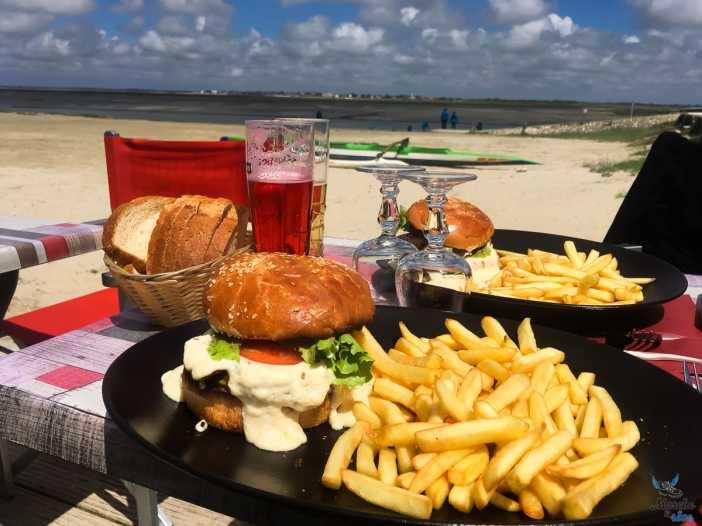 Déjeuner à la buvette de la plage