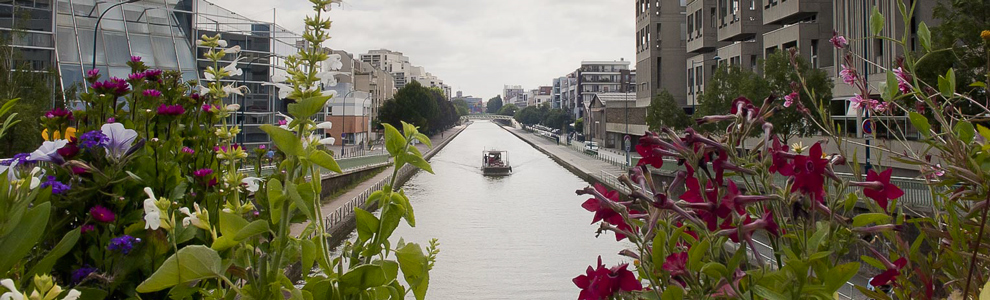 Barge sur le canal