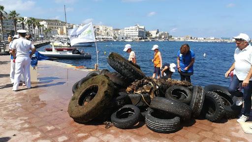 """""""PFU Zero"""": 1200kg di pneumatici raccolti dalla Capitaneria di Porto a Margherita di Savoia"""