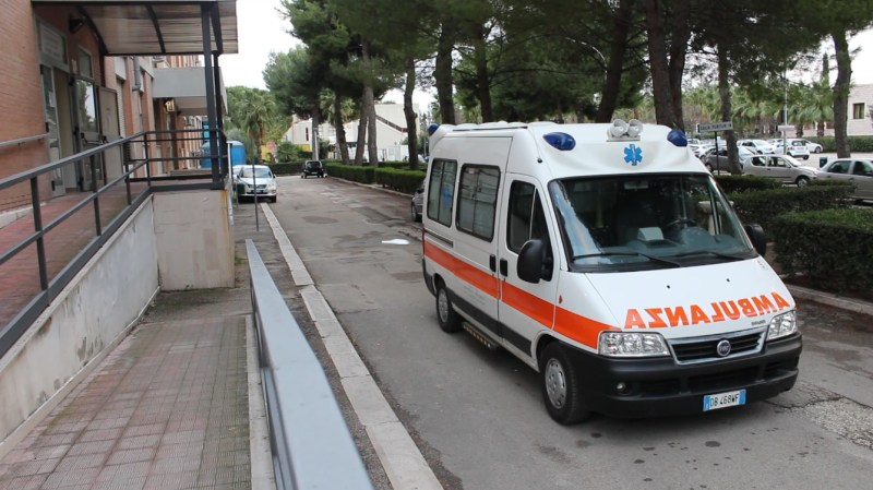 Puglia, 815 positivi al Covid su 6220 tamponi: 39 decessi