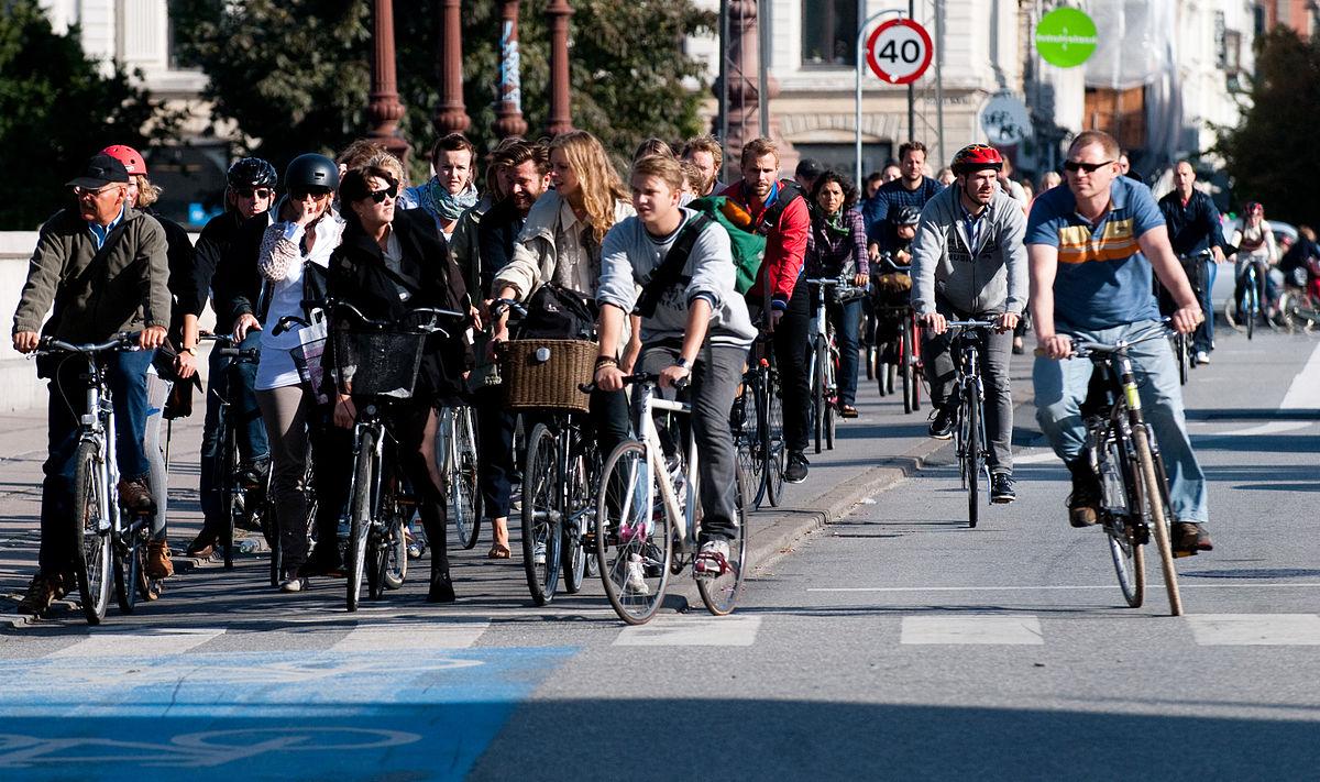 ciclisti in strada