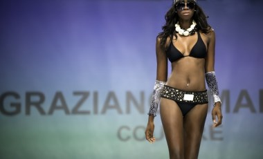 "Defile-211 Images tagged ""defile"""