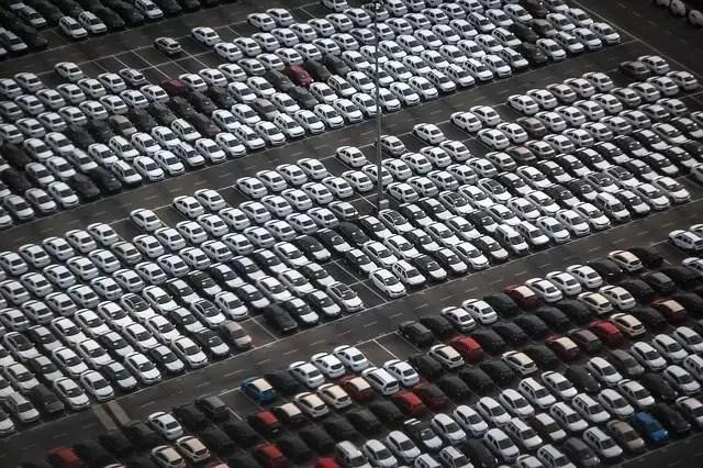Exportações de automóveis acumulam forte queda de 42% no primeiro trimestre do ano