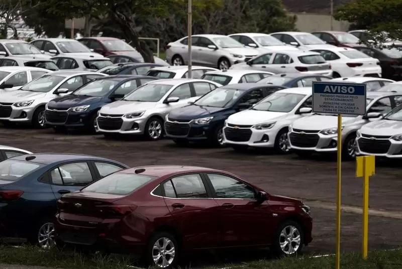 Venda de veículos novos no Brasil cresce em maio; estoque segue baixo, diz Fenabrave