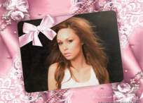 Marco de fotos con lazo rosa y puntillas