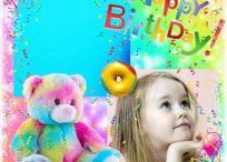 Marco de cumpleaños con frase happy birthday y osito de peluche