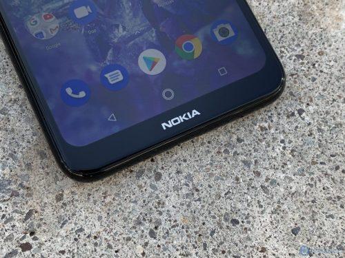 Nokia estaría trabajando en su propio móvil con agujero en la pantalla