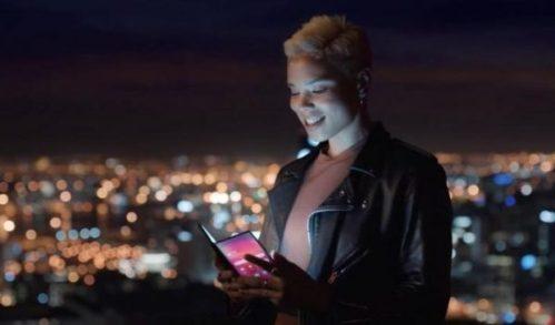 """Samsung muestra su posible móvil plegable en un video """"accidental"""""""