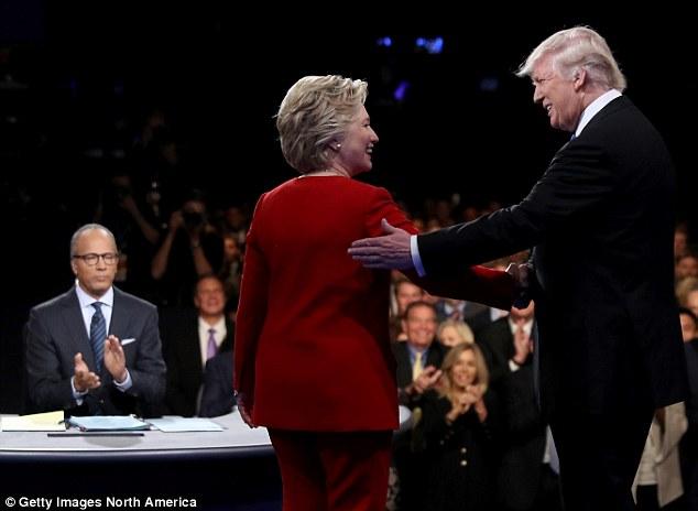 Trump Clinton dibattito stretta di mano