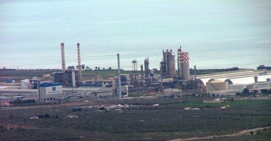 Inquinamento della terra per l'industrializzazione selvaggia