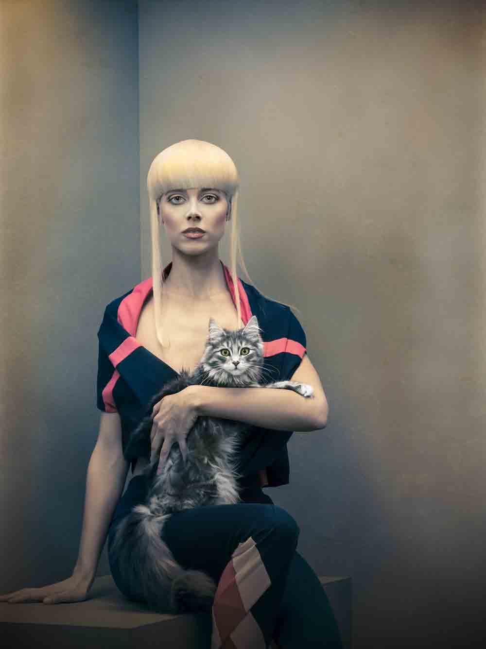 young; woman; portrait; studio; amsterdam; the netherlands; soft; colours; colors; jong; vrouw; zacht; licht; pink; hair roze; haar
