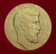ميدالية فيلدز تحمل صورة أرخميدس.