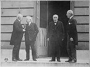 من اليمين رئيس وزراء بريطانيا جورج لويد ، رئيس وزراء إيطاليا فيتورينو أورلاندو ، رئيس وزراء فرنسا جورج كليمنصو ، و رئيس الولايات المتحدة الأمريكية وودرو ويلسون