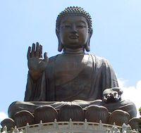 The تيان تان بوذا على lantau ، وهونگ كونگ ، في الهواء الطلق أطول تمثال لبوذا فى العالم.