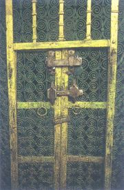 باب السيدة فاطمة الزهراء رضي الله عنها وهو باب الحجرات المستخدم حاليا