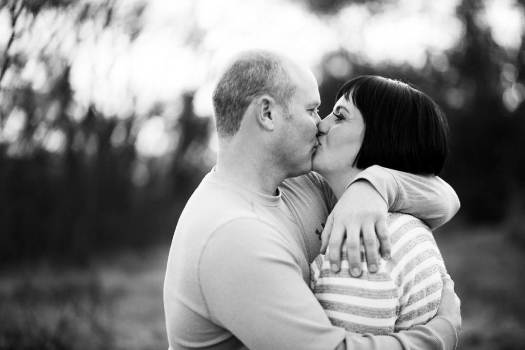 kiss-couple.jpg
