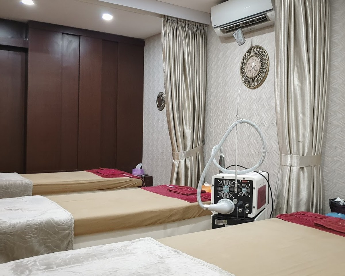 Ruang treatment Enhaka Beauty Care