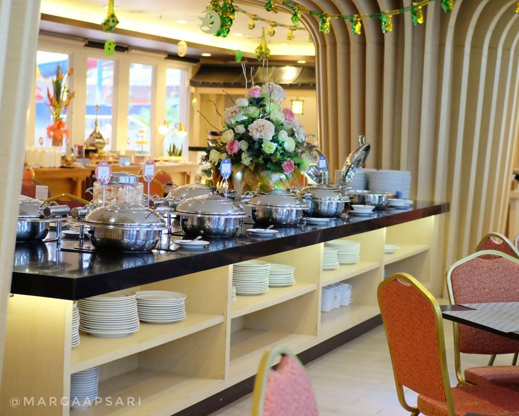 Suasana di dalam YuGo Restaurant, Ara Hotel Gading Serpong