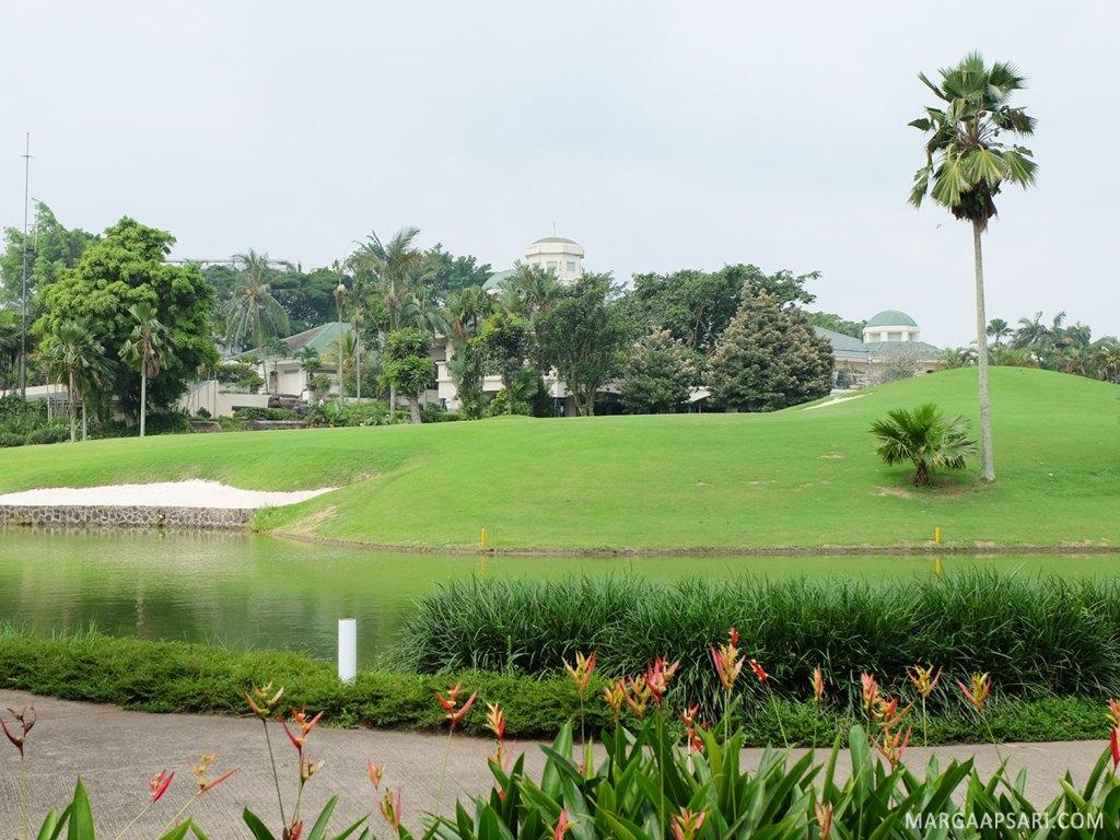 Suasana lapangan golf di Rancamaya