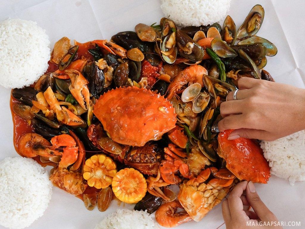Makan siang di Djajan Seafood