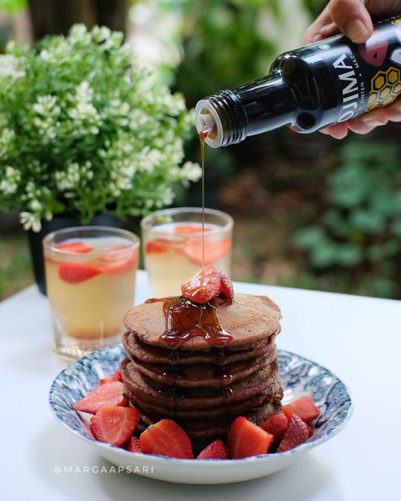 Pancake dengan minuman kesehatan Kojima