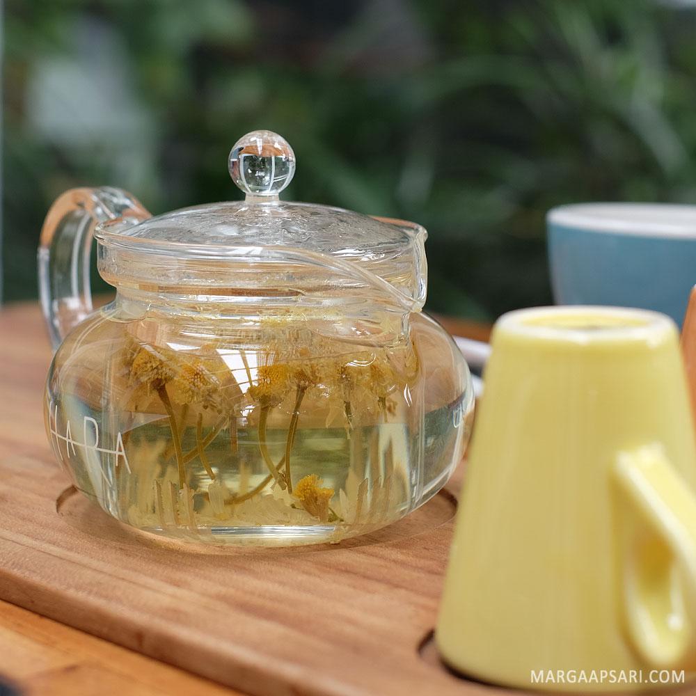 Chamomile artisan tea