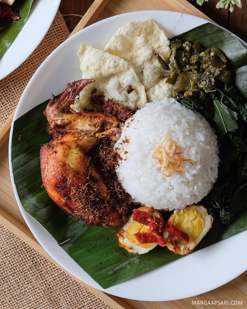 Nasi ayam bumbu Mandeh