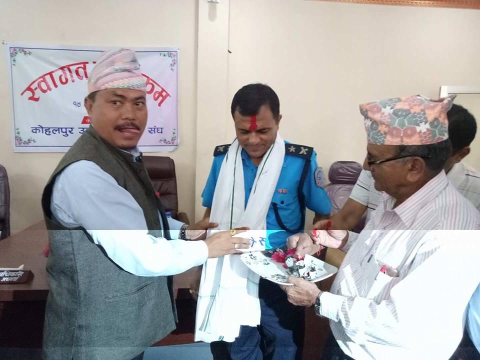 कोहलपुर उद्योग बाणिज्य संघ  बाँकेले ईलाका प्रहरी कार्यालय कोहलपुरका प्रहरी प्रमुखको स्वागत