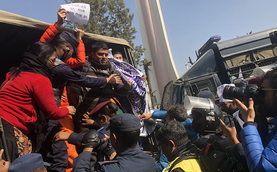 ३२ जना अधिकारकर्मी बानेश्वरबाट गिरफ्तार