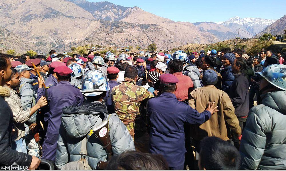 नेपाली काग्रेसका नेता पुर्व सहायक मन्त्रीलाई कुटपिट