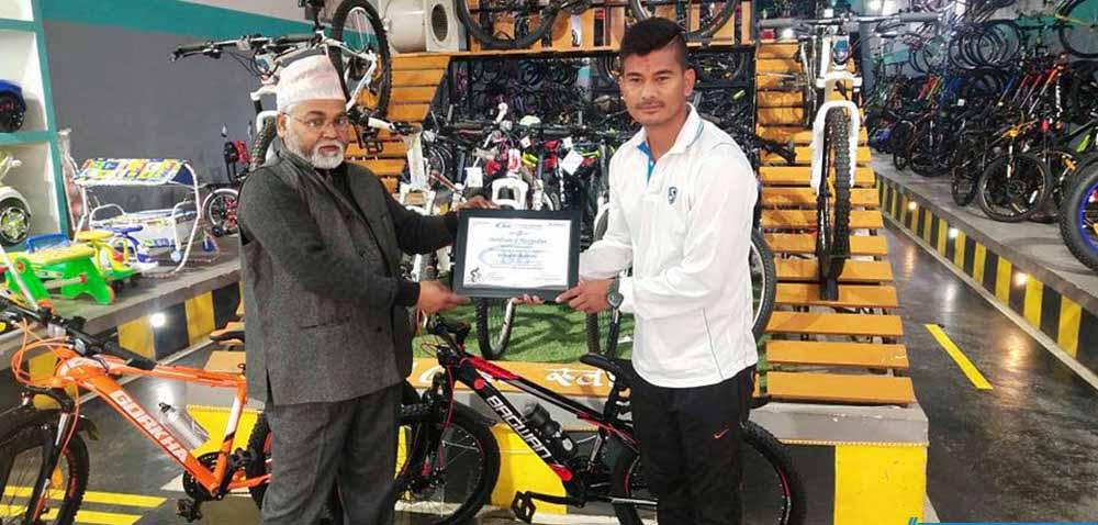 नेपाली राष्ट्रिय क्रिकेट टीमका खेलाडी अविनाश बोहरा बीबी साइकल ब्रान्ड एम्बेस्डर नियुुक्त