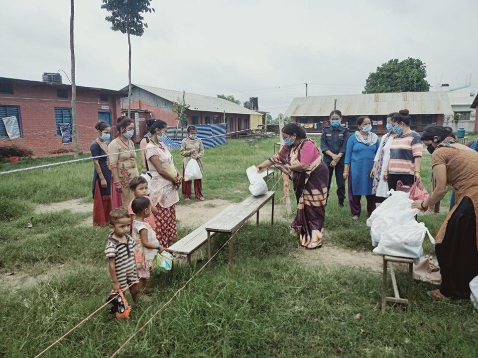 हामी नेपाली संस्थाले  बर्दियाको महिला क्वारेन्टिनमा बस्ने महिलाहरुका लागि चाहिने अत्यावश्यक समाग्री बितरण
