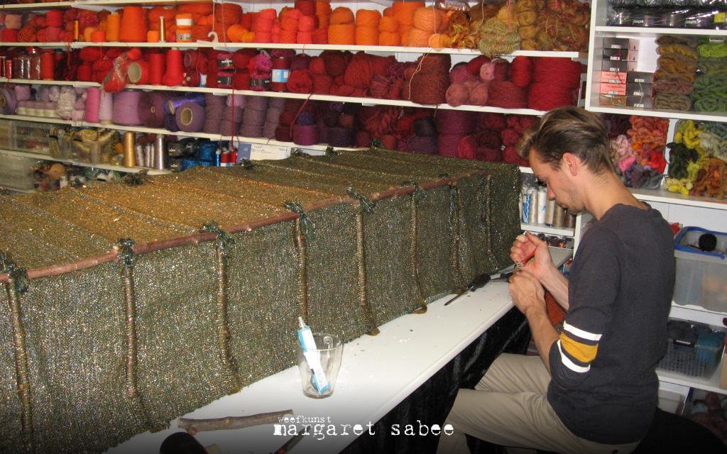 Stagiaire Jelle bij Margaret Sabee Weefkunst in Den Haag