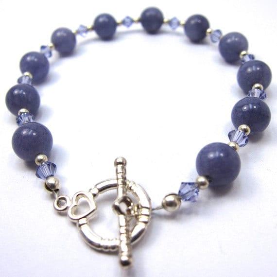 Un bracelet que j'ai trouvé vraiment très joli composé de d'agathes, de cristal Tanzanite Swarovski et d'un très joli fermoir!