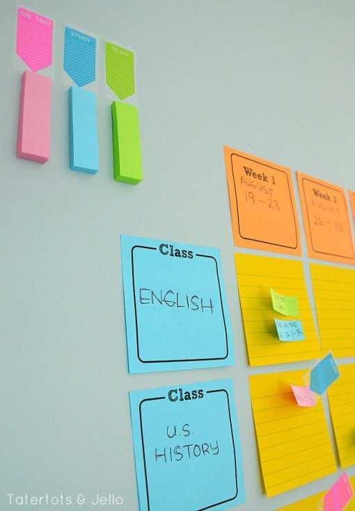 Créer un calendrier à 100% modifiable avec des Post-It! (Source: Tatertots & Jello)