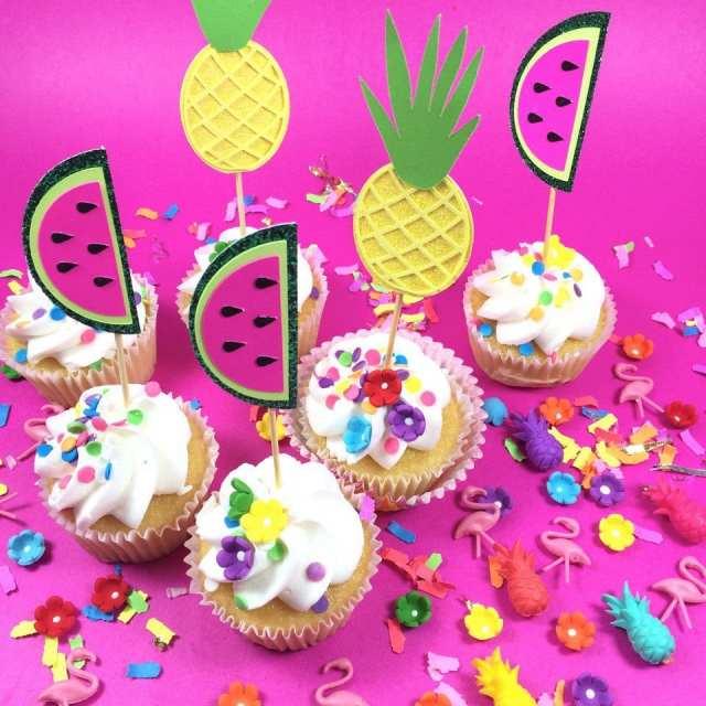 Pour décorer la table: ces piques/cake toppers fruités de Lula Flora