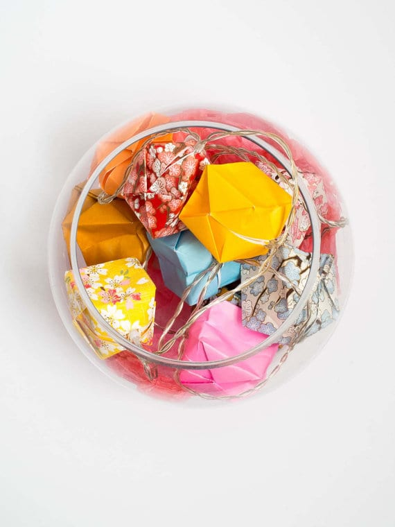 Pour les fêtes tardives: Guirlande lumineuse en origami de Tori Creations.