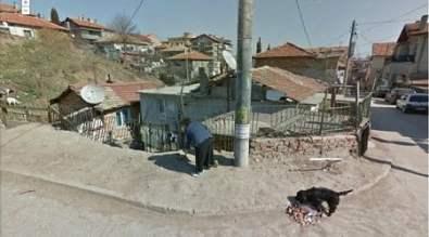 """Така е изглеждала преди година къщата на Жана в ромската махала на варненския кв. """"Аспарухово"""" (най-вляво), където миналия четвъртък намериха смъртта си четири жени и две деца. Снимка: Спас Спасов, """"Дневник""""."""