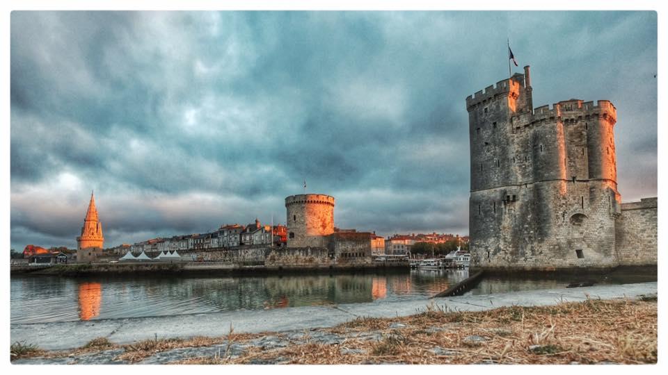 Les chambres des merveilles Les tours de La Rochelle par Cyril Vivier
