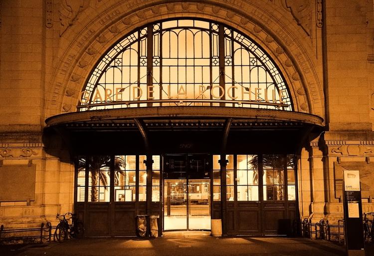 Entrée de la gare de La Rochelle par Laurent Gaigner