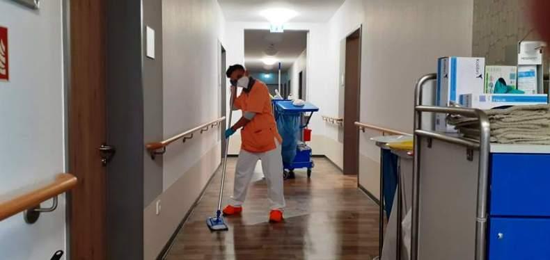 Anja, das Geheimnis hinter den sauberen Fußböden